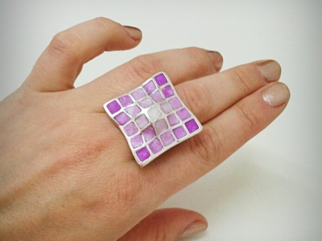 Cocktail ring DIY tutorial: fake gradient enamel in square ring base