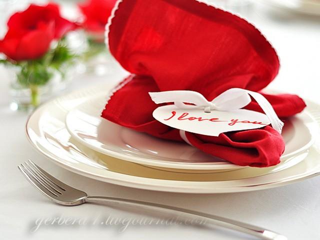 Valentine's Day table decor DIY