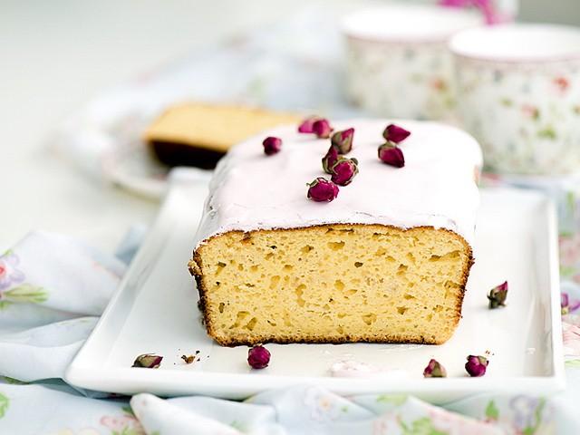 Spring sugar icing cake